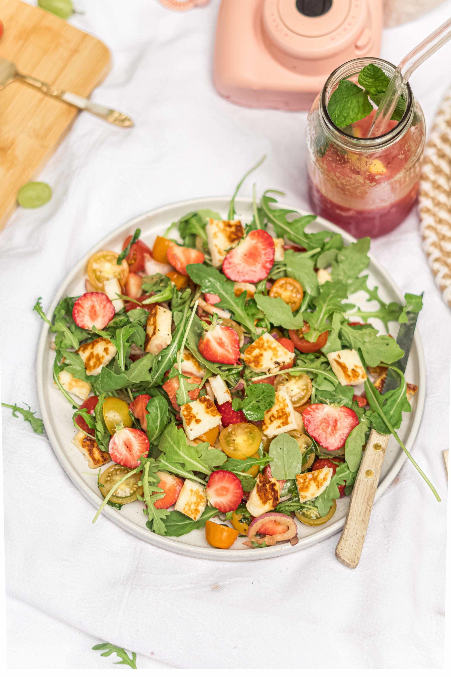 Salade met halloumi en aardbei