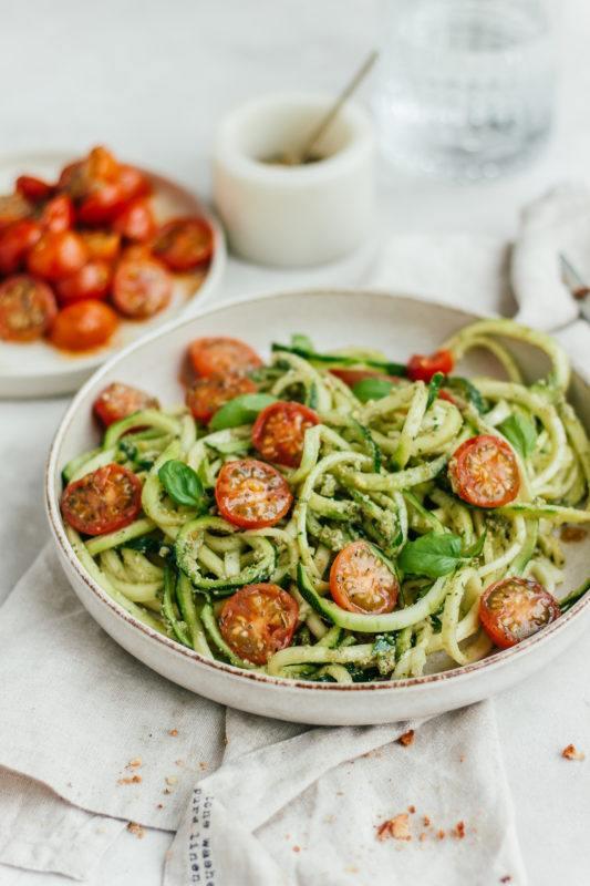 Courgetti met pesto en geheim ingredient