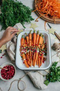 Christmas is coming: Zoete wortels met tahini en krokante kikkererwten