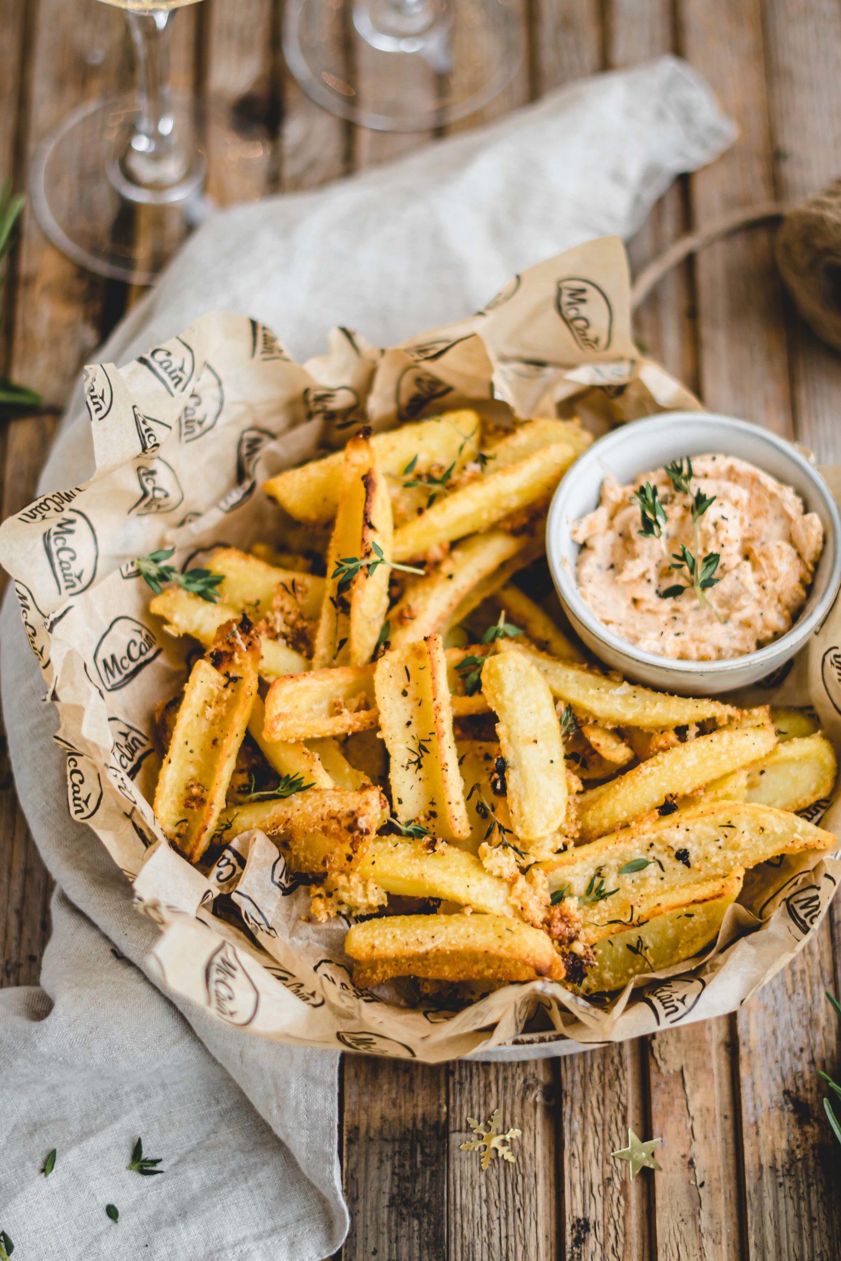 Garlic Parmesan Fries met pestodip