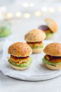 Mini visburger met avocado
